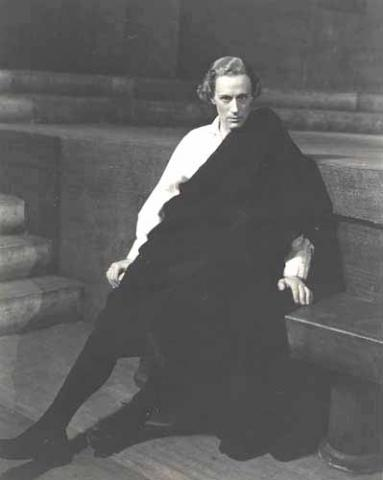 Leslie Howard as Hamlet, New York, 1939