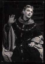 King Richard II: Played by John Gielgud