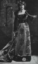 Henry VIII, Violet Vanburgh as Queen Katherine of Aragon, 1910